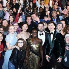 豪華俳優たちからの最高の贈り物! 映画鑑賞中の一般人の前にサプライズ登場