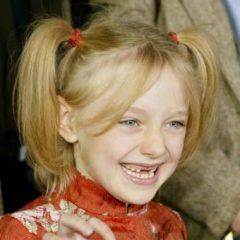 天使の笑顔! 24歳になったダコタ・ファニングの幼少時代を振り返り