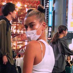 モデルのヘイリー・ボールドウィン来日中! 渋谷で120点のポージングを披露