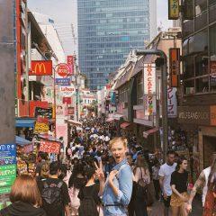 カーリー・クロス来日中! 日本で恋人の誕生日をお祝い