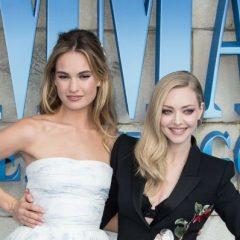 どちらも美しい! 対照的なドレス姿でプレミアに登場したアマンダ・セイフリッドとリリー・ジェームズ