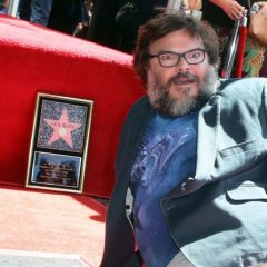 「引退してダイエットに専念する」 ジャック・ブラック、ハリウッド殿堂入りで、爆笑スピーチ