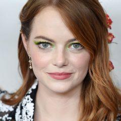まるでプリンセス 本物のバラを使ったエマ・ストーンのキュートなヘアスタイル
