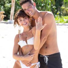 『モダン・ファミリー』のサラ・ハイランドが婚約! プロポーズの瞬間を公開