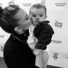 ベビー・イレブン誕生!? 『ストレンジャー・シングス』のミリー・ボビー・ブラウンと赤ちゃんの可愛すぎるツーショット