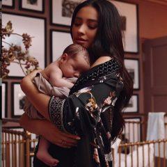 シェイ・ミッチェル、子供の写真を初公開! 母親としての心境も告白